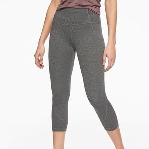 NWOT Athleta Gray Salutation Capri Leggings